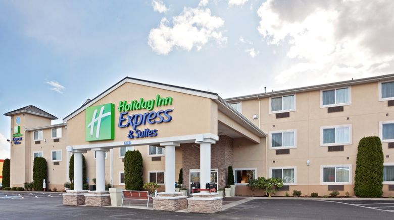 "Holiday Inn Express  and  Suites Burlington Exterior. Images powered by <a href=""http://www.leonardo.com"" target=""_blank"" rel=""noopener"">Leonardo</a>."