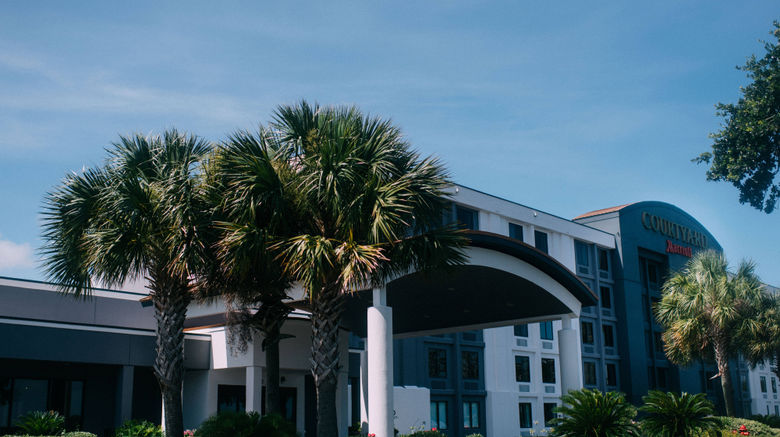 "Courtyard Gulfport Beachfront Exterior. Images powered by <a href=""http://www.leonardo.com"" target=""_blank"" rel=""noopener"">Leonardo</a>."
