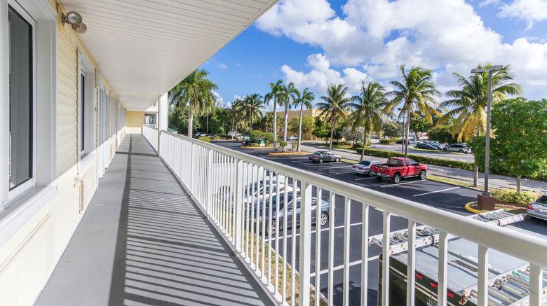 "HomeTowne Studios Fort Lauderdale Exterior. Images powered by <a href=""http://www.leonardo.com"" target=""_blank"" rel=""noopener"">Leonardo</a>."