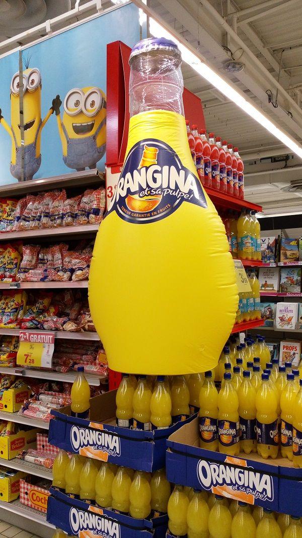 bouteille orangina gonflable pour tête de gondole et promotion produit