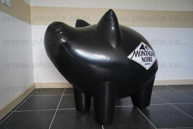 Gros Cochon noir gonflable à l'air en pvc pour montagne noir. promotion et vente de saucisson