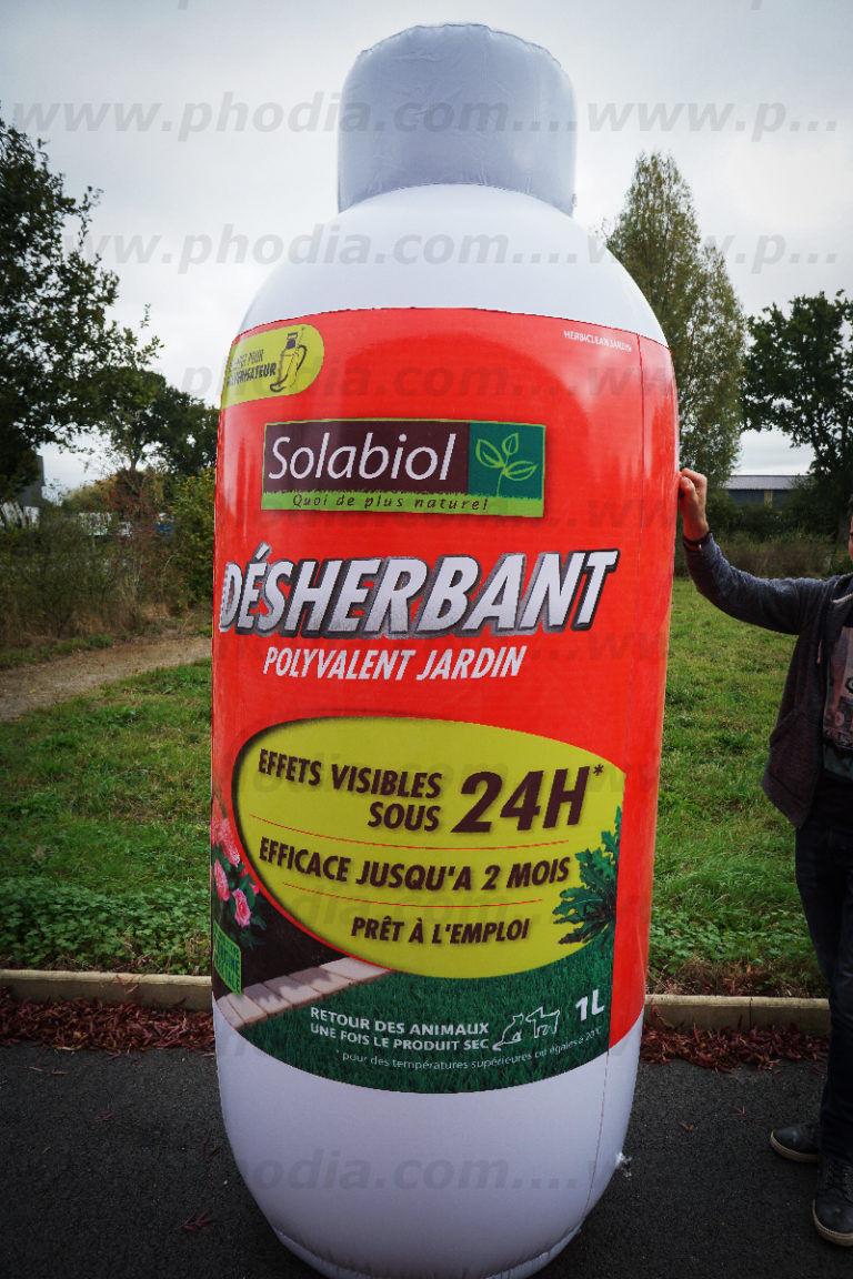plv géante bouteille de désherbant pour le jardin gonflée à l'air