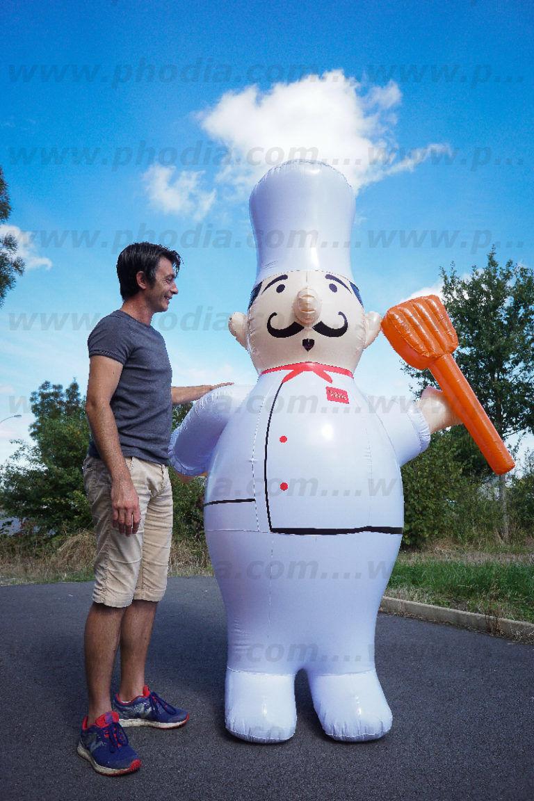 Mascotte, cuisinier gonflable avec toque pour faire de la plv
