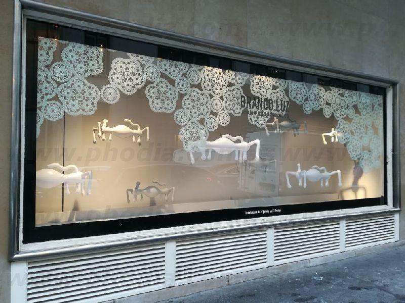 vitrine avec fournie géante gonflable Simone
