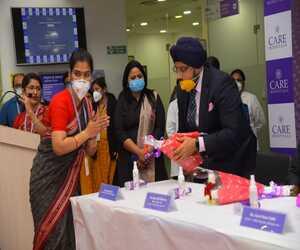 Dr Sandeep Singh best orthopedic doctor in Bhubaneswar felicitating a women in Care hospital Bhubaneswar