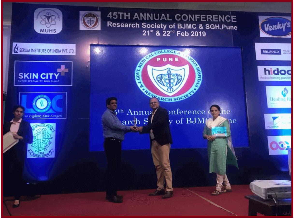Dr. Shankar Sawant receiving a prestigious award