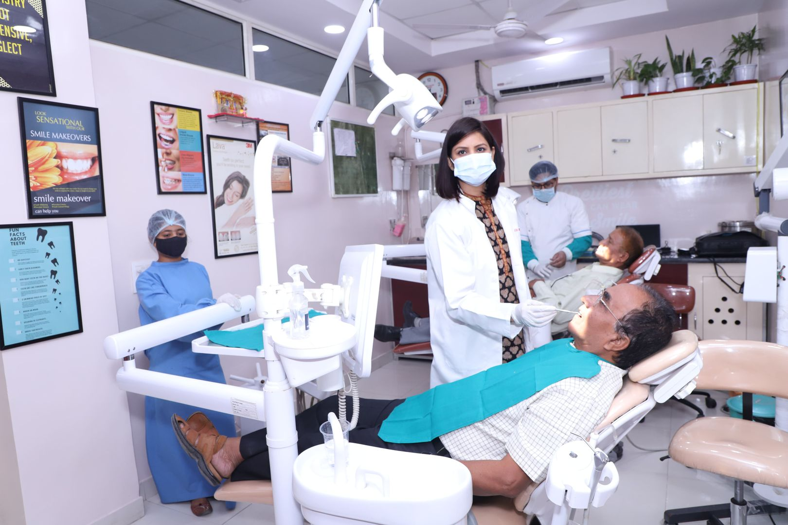 Dr Suchi Doing Dental Treatment in centre for Smiles, Noida