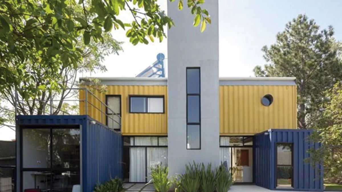 Primeira casa construída em um container no Brasil.