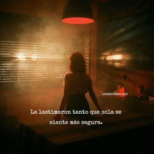 Frases de Desamor - La lastimaron tanto que sola se siente más segura.