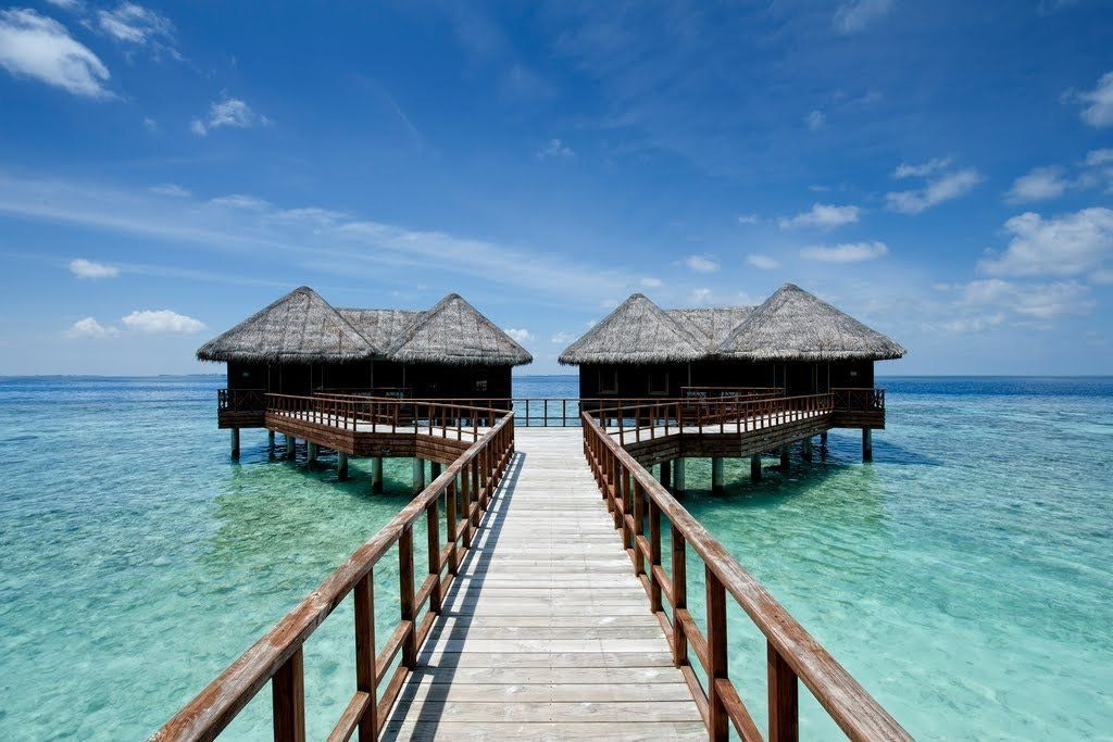 WHAT TO PACK ON YOUR TROPICAL SUMMER HOLIDAY