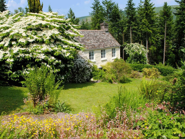 2 Bedroom Holiday Home near Abergavenny, Monmouthshire (Ref: FCH42908)