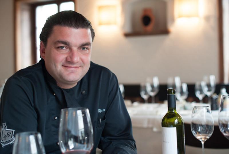 Der Gastgeber Giovanni Rizzo in seiner Stapferstube.