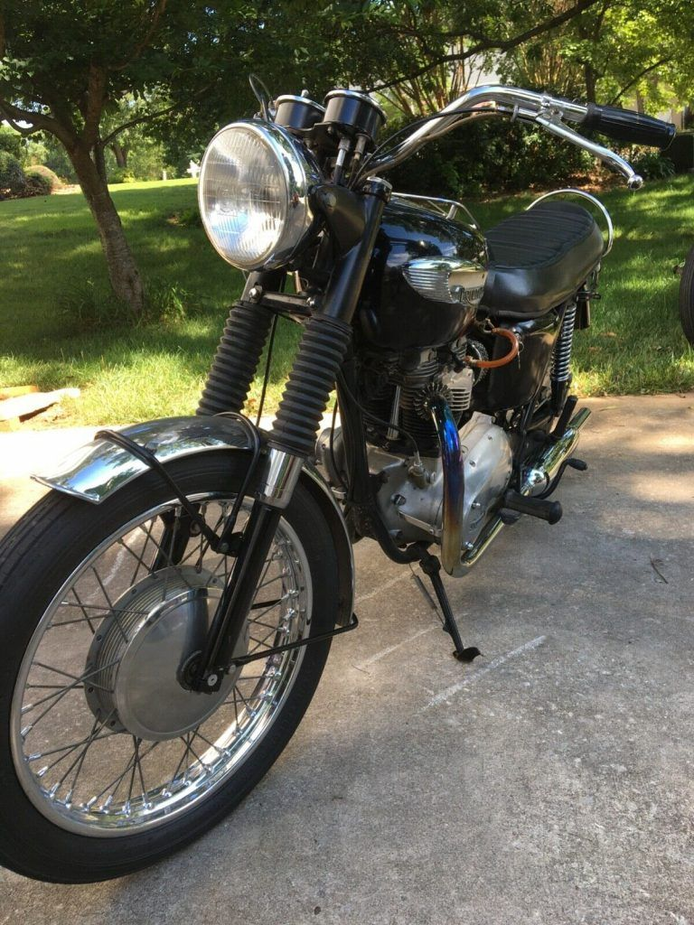 1967 Triumph TR6R 650 twin motorcycle