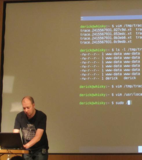 Derick Rethans doing live coding