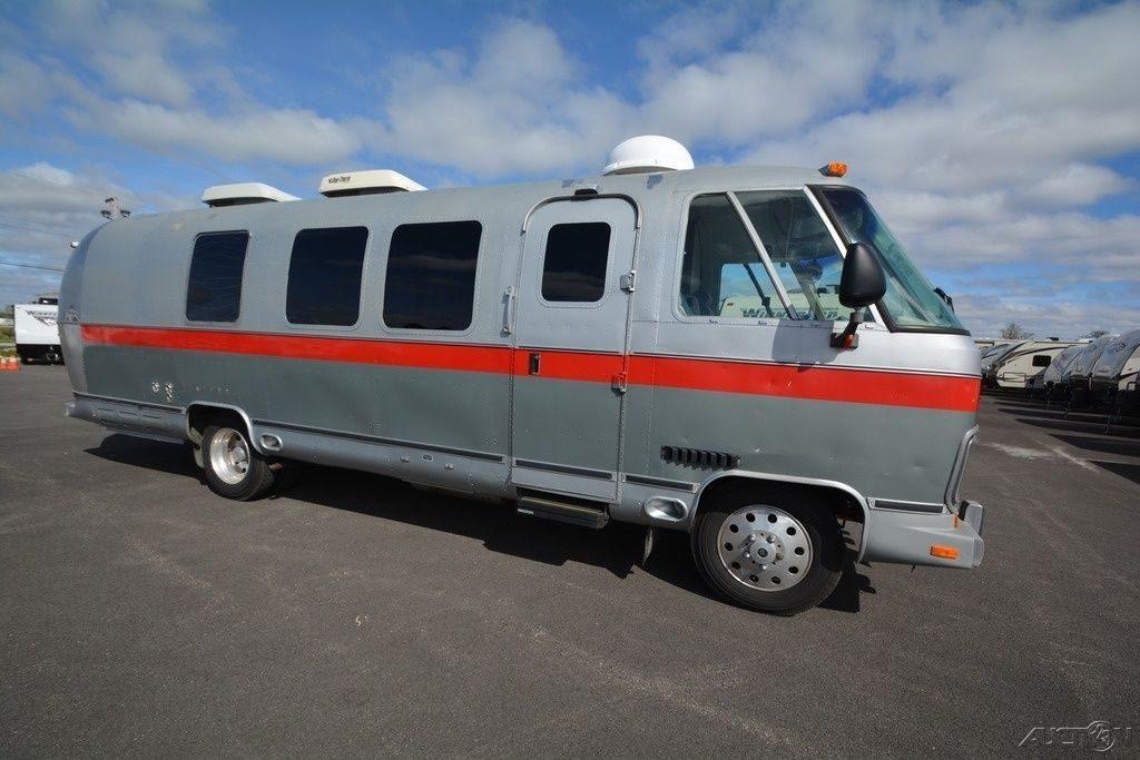 Converted 1989 Airstream 29 camper motorhome rv