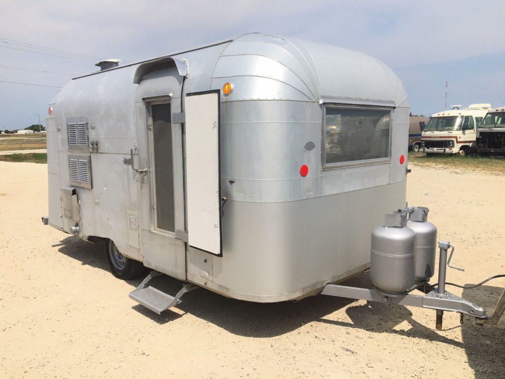 needs work 1963 Airstream Silver Streak Sabre camper trailer