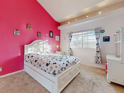 Elfyer - Westlake Village,  House - For Sale