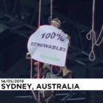 Hídról lógva tiltakoztak az ausztráliai Greenpeace aktivistái