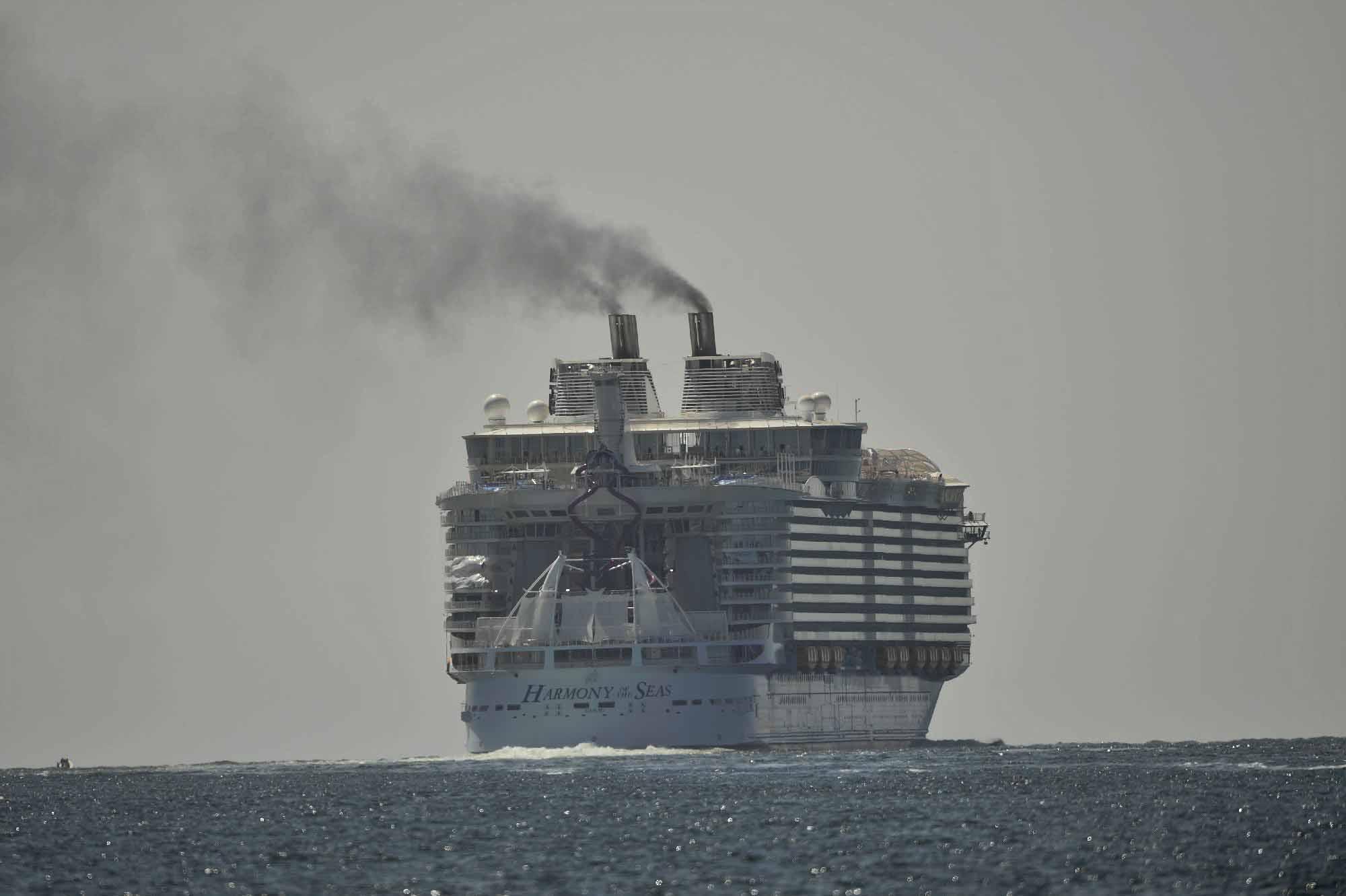 Luxussal fedik el a szennyet az óceánjárók
