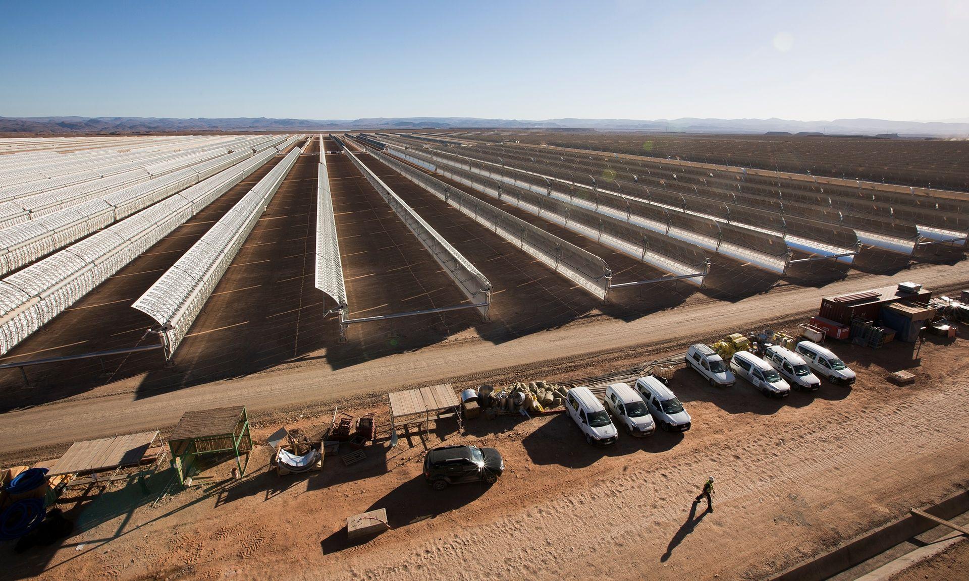 Bekapcsolták a világ legnagyobb naperőművét