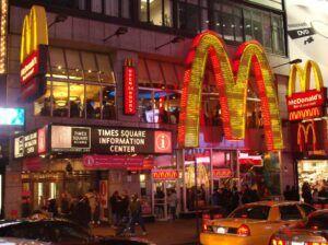McDonalds_Times_Square_Befejezi az erdőirtást a McDonalds - ClimeNews