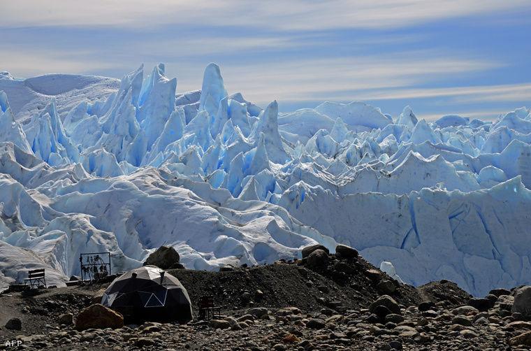 Olvadó gleccser egy argentin nemzeti parkban. Fotó: Mario Goldman / AFP