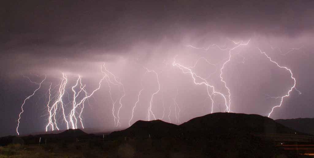 Villámlás Kaliforniában. (Fotó: Reuters/Gene Blevins) - A világ leghosszabb villámait azonosították - ClimeNews