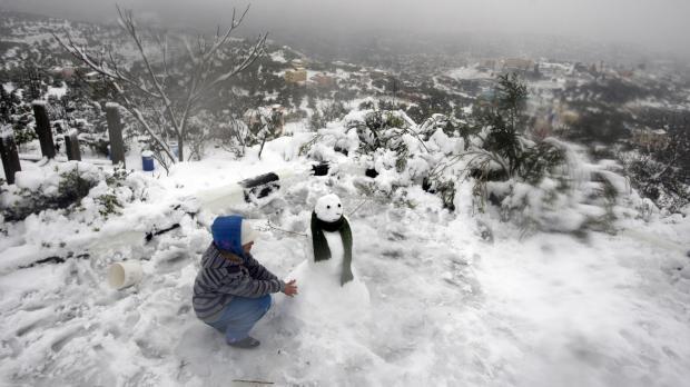 Rare snowstorm shut Jerusalem