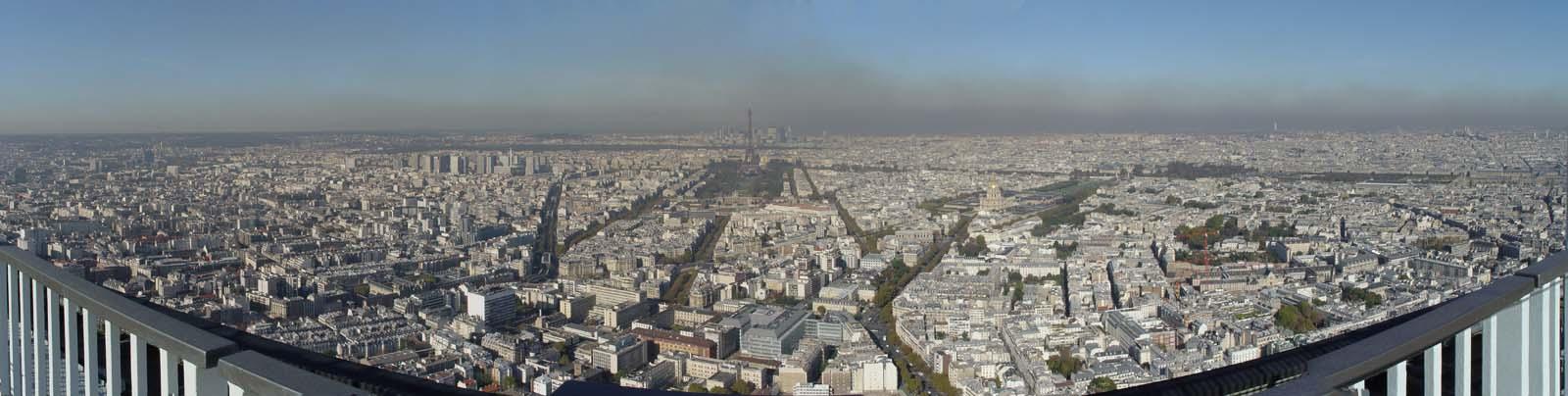 Párizs napjainkban. - A képen tökéletesen látható a környezetszennyezés mértéke!