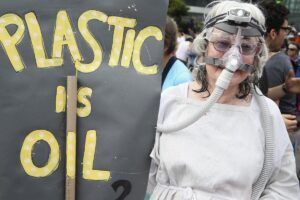nagy a baj -plastic is oil_