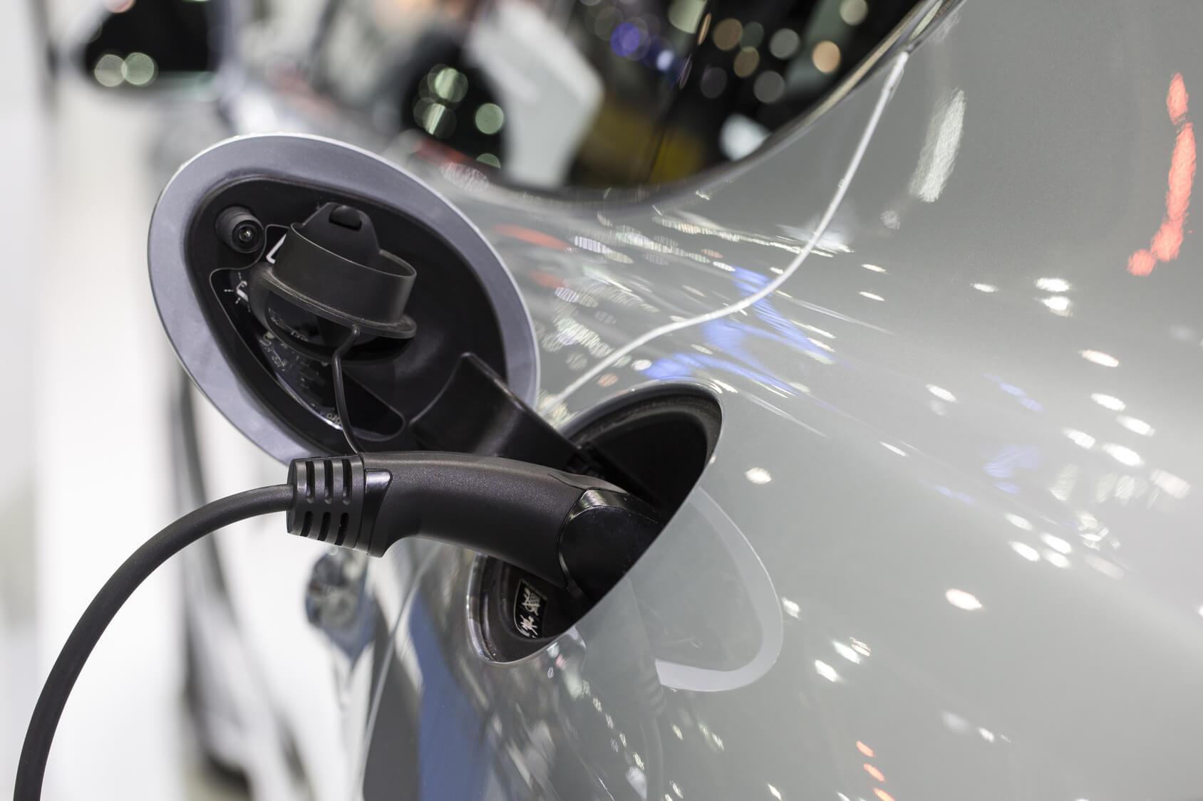 A Tesla kisautójával kezdődhet a belsőégésű korszak vége