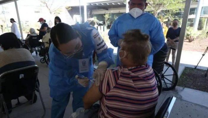 Piden a la UDG crear sistema de citas para futuras vacunaciones