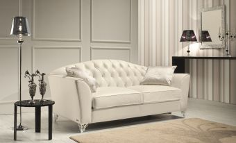 Divina Sofa in Leather