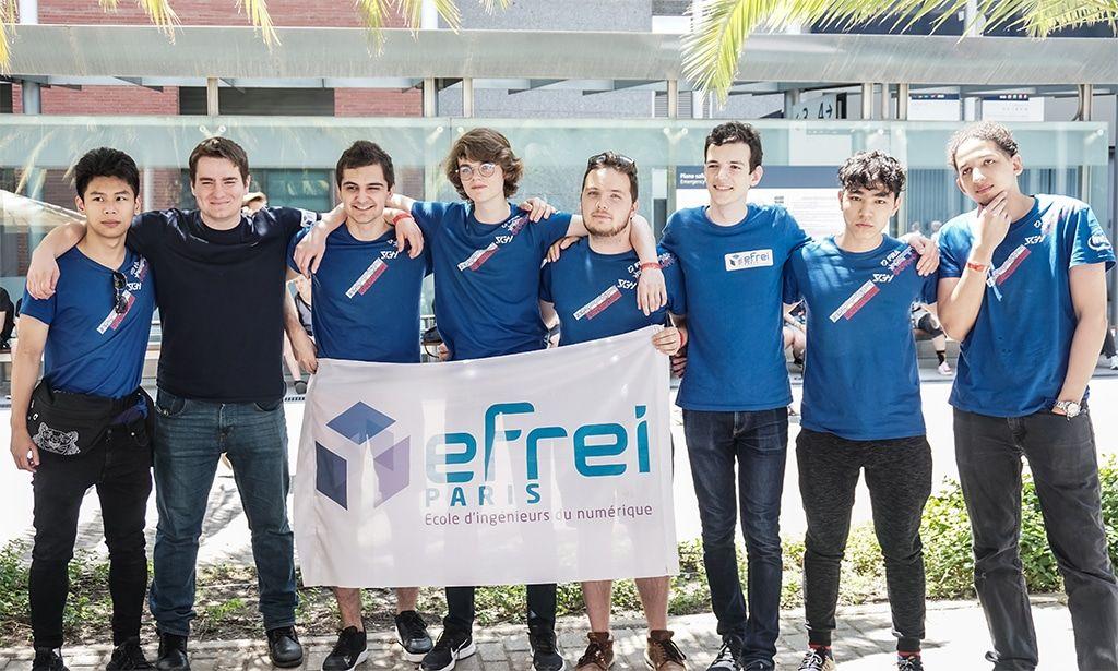 L'équipe portant le drapeau de l'Efrei