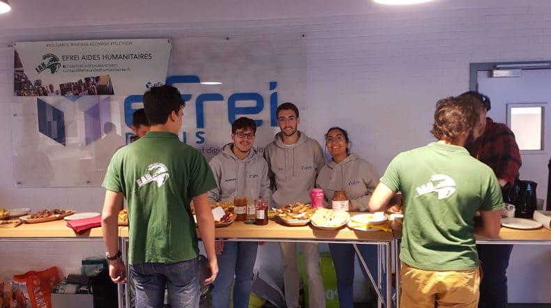 Les membres de EAH lors du petit déjeuner pour les convois