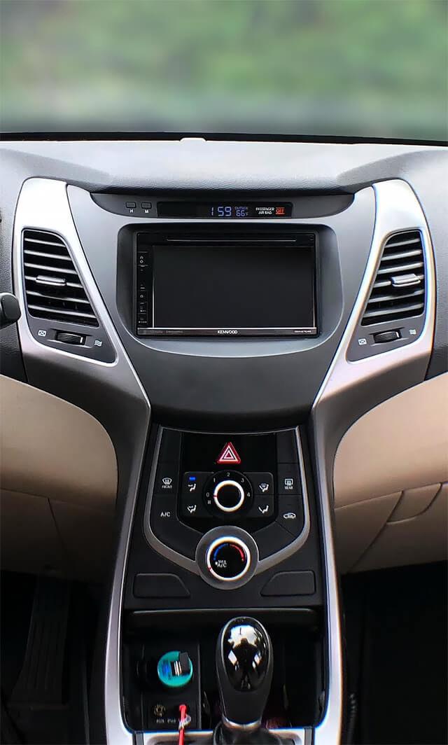 2016 Hyundai Elantra Dash