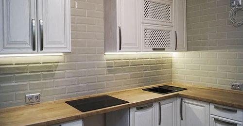 uglovaya kuhnya iz massiva 8 17 foto 1 - Кухни на заказ — выбери кухню в своем стиле фото и цены