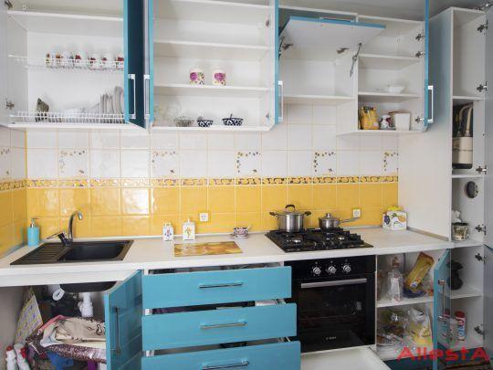 sovremennaya pryamolinejnaya sinyaya kuhnya 2 038 foto 10 540x405 - Кухня №02-038 фото и цены