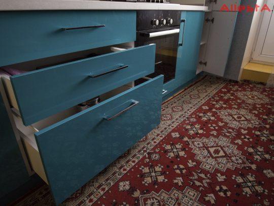 sovremennaya pryamolinejnaya sinyaya kuhnya 2 038 foto 15 540x405 - Кухня №02-038 фото и цены