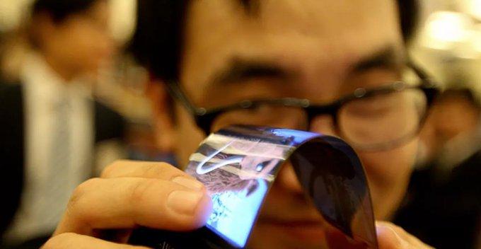Samsung සමාගමේ flexible display තාක්ෂණය චීන්නු අතට