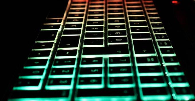 Apple MacBooks සඳහා RGB glass backlit keyboard එකක් හඳුන්වා දීමට Apple සමාගමින් සූදානමක්