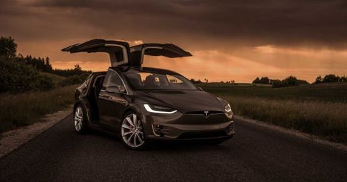Tesla Model X - විදුලියෙන් ක්රියාකරන SUV රථය