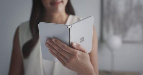 Microsoftලාගේ පළමු Foldable Android දුරකථනය - Microsoft Surface Duo