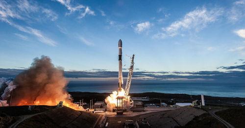 Türksat 5A චන්ද්රිකාව අභ්යාවකාශ ගත කරමින් SpaceX සමාගම 2021 වර්ෂය සඳහා වන තම ප්රථම රොකට් දියත් කිරීම සිදු කරයි