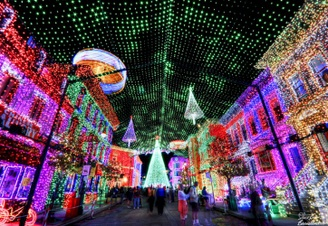 Top 10 Dazzling Holiday Light Displays in America