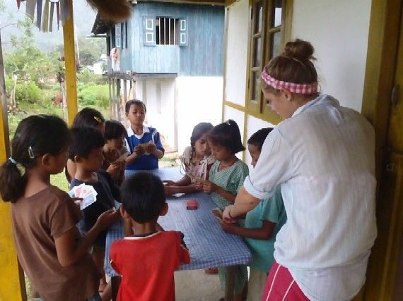 Volunteering in Nepal - Teaching the children how to play cards
