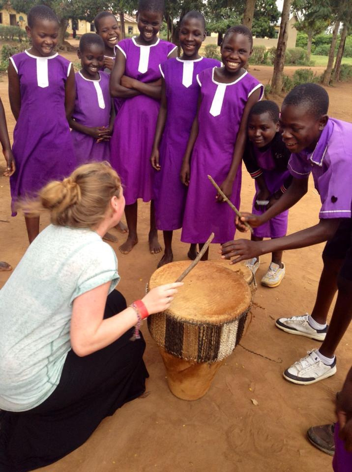 Teach art, dance, music or drama abroad - volunteer opportunities