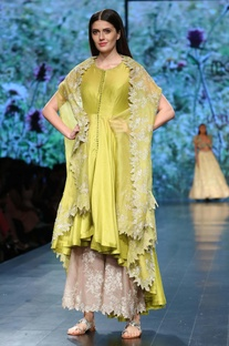 Kurta With Pants & Embroidered Cape