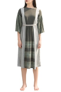 Flared sleeves dress with belt