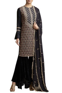 Embroidered Kurta with asymmetric pant Set